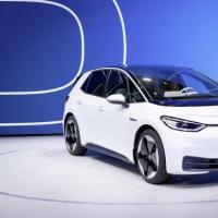 大众汽车为向电动化转型而努力